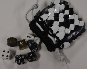 Scalemail Dice Bag in knitted Dragonhide Armor Black and White