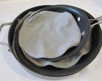 Set of Pan Protectors Grey Flannel