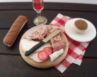 1.12th Scale Dolls House Miniature Food item, Meat Platter on a Round Wood Board with Tomato Slices and a Knife