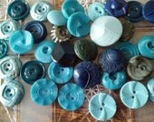 35 Pretty Vintage plastic Medium Buttons -blue and gray