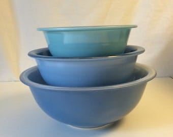 "Pyrex ""Blue Rainbow"" bowls, set of 3 never used!"