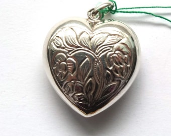 Wonderful! Vintage //// Sterling Silver Heart hand engraved Pendant