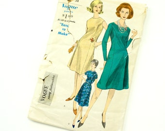 Vintage 1960s Womens Size 12 Easy Fitting Princess Dress Vogue Sewing Pattern 5629 / Bust 32 Waist 25 / Complete