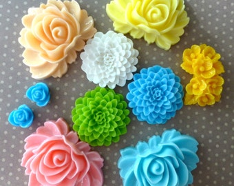 free shipping in UK - 90 pcs resin flower cabochons floral cabochons mix colour