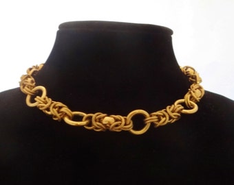 "Vintage gold tone 15"" chunky necklace in great condition"