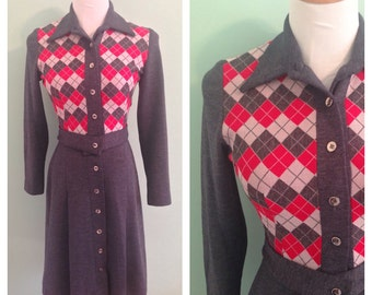 SALE! Vintage 1970s Sweater Dress // Plaid Dress // Harlequin // Gray and Red // Size XS/Small