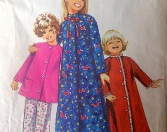 UNCUT girl's robe and pajamas Simplicity 9688