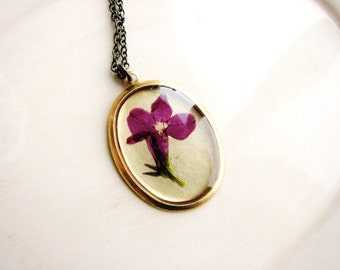 Magenta Flower Jewelry Resin Jewelry Pressed Flower Necklace Dark Pink Lobelia Plant Necklace Botanical Real Flower Pendant Nature Jewelry