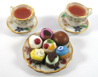 Dollhouse Miniature Food Tea and Cupcake Set in 12th Scale