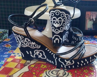 Vintage 80s Ladies Black and White summer Wedge Sandals Size 8 1/2