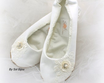 Ivory Ballet Flats, Elegant Wedding, Wedding Reception, Ballet Flats, First Communion, Ballerina Slippers, Flower Girl, Satin, Lace, Pearls