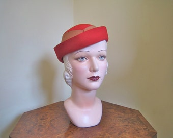 SALE 1930s red hat Delightful little red tilt hat with bow back and upturned brim M 22