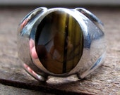 Vintage Sterling Silver Size 10 Beautiful Cat's Eye or Tiger Eye Ring