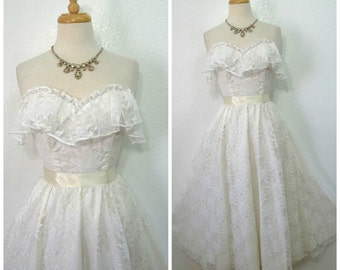 Vintage 1960s Wedding dress, White lace dress, Sweetheart Ruffle bust Wedding dress XS/S