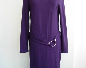 Very elegant party dress in elegant violet rayon blend.Excellent condition tricot dress.