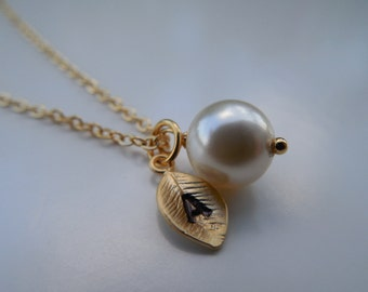 Bridesmaid Gift, Bridesmaid Necklace, Gold Necklace with 8mm Swarovski Pearl, Personalized Initial Leaf