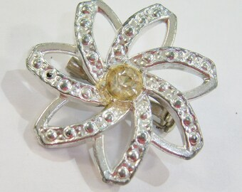 vintage silver tone flower brooch pin with faint yellow rihinestone center 0214A20