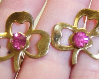 gold tone clover screw on screw back earrings with pink rhinestone center 14IN