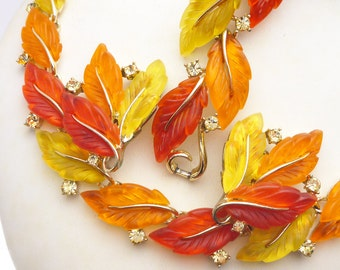 Lisner Thermoset Fall Leaf Parure Red Yellow Orange Gold Tone Necklace Bracelet Earrings 1950s Set