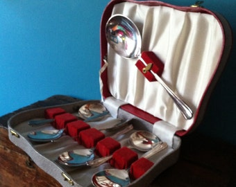 Late 1950's early 1960's Silver plated Spoon Set - 6 pudding or fruit spoons with server