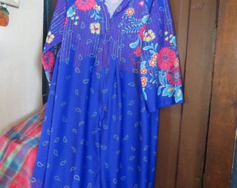 Vintage 1970s   flowers print  periwinkle hippie   Lounger by   LADY RONTE