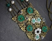 Long necklace with floral poppies patchwork in white and emerald green - 2024