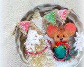 Vintage Tart Jello Tin Ornament with Vintage Flocked Mouse Decorating a Tree