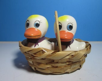 vintage ceramic salt & pepper shakers, ducks in basket