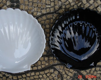 Vintage Black and White Milk Glass Shell Trinket Dishes - Like New