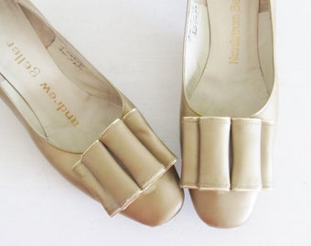 Vintage 1960's Classic Woman's Pumps / Tan Beige Leather NORDSTROM Heels Andrew Geller Shoes Size 7 1/2 US Mad Men Style