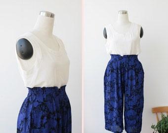 Holiday Sale. 1980's capris, paisley print cropped pants Large, Indigo blue rayon culottes L