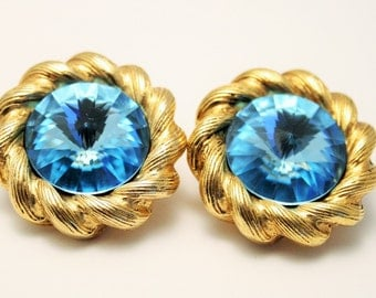 Vintage earrings. Blue glass earrings. Clip on earrings. Big earrings.  Vintage jewellery