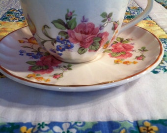 Vintage W S George Tea Cup Set Pattern GEO11 Bolero Shape Made In The USA