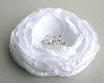 White Flower Hair Clip, Wedding Hair Accessories, Flower Hair piece, White Floral Headpiece, Flower Hair Pin, Bridal Hairpiece, Hair Comb