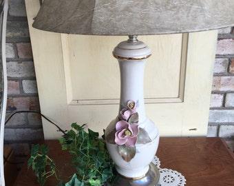 Vintage Magnolia Table Lamp
