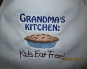 Grandma Nana Grammy Nanny Apron- Personalized with your choice of any name. Perfect for Christmas
