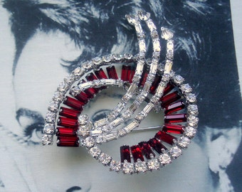 "Jay Flex Signed Sterling 1950's Large ""Shooting Star"" Ruby Red Baguette Brooch"