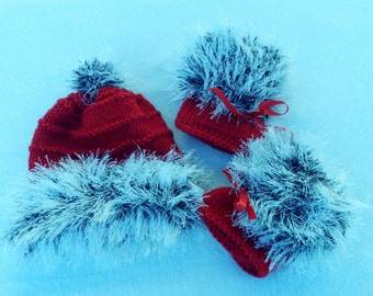 Hand Knitted Baby Booties and Hat Set,  New Baby Gift, Christmas baby, 6mth baby set. ready to ship