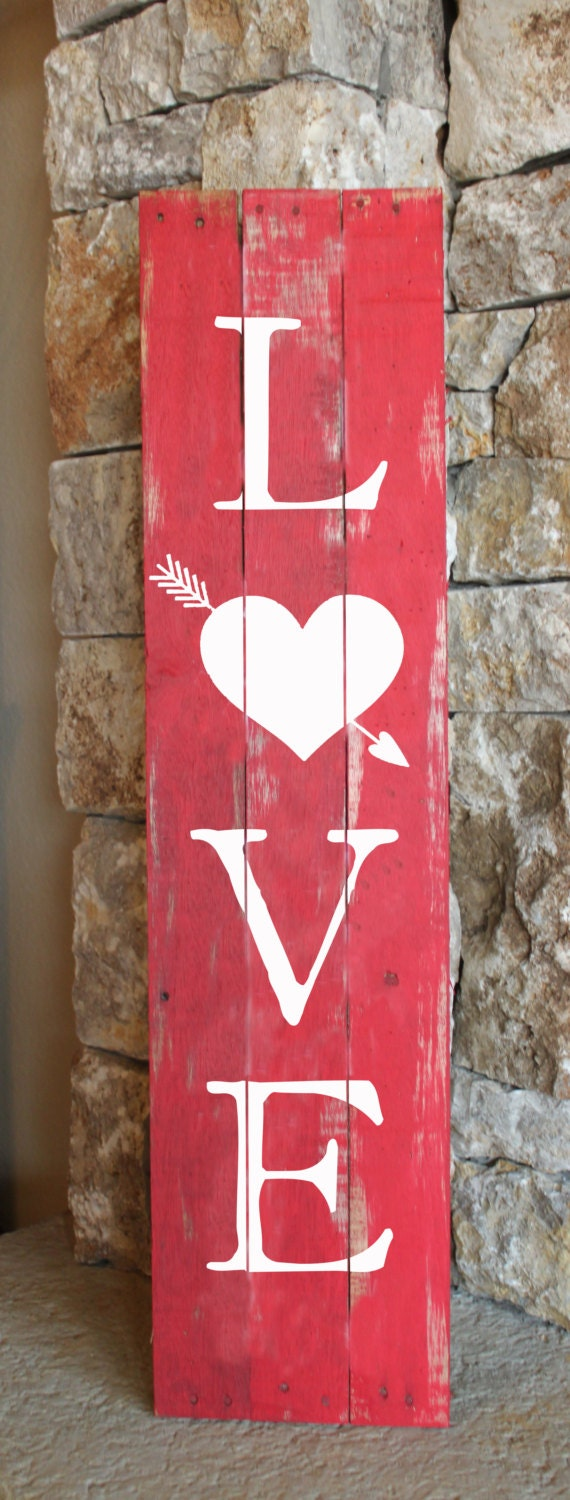 Love with heart arrow reclaimed wood sign for Pinterest valentine home decorations