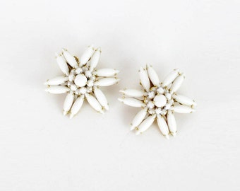 White Floral Clip On earrings • Vintage Costume Jewelry