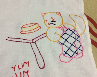 Vintage 1940s Yum Yum Kitty Embroidered Linen Tablecloth 36 x 48