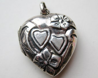 Vintage Sterling Silver Sweetheart Heart Shaped Photo Locket Necklace Pendant