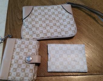 Vintage Never Used Dead Stock Liz Claiborne Wristlet Photo Wallet and ID Case Tan Beige Ladies Accessories