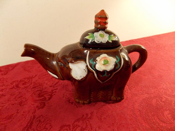 Trumpeting elephant teapot with hand painted floral by daiya - Elephant shaped teapot ...