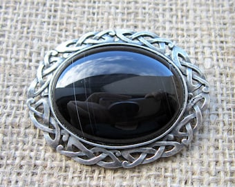 Onyx Celtic knotwork oval brooch - chunky pewter Celtic knotwork with black Banded Onyx