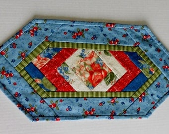 Quilted Table Topper, Quilted Mug Rug, Quilted Candle Mat, Snack Mat, Floral, French Blue Red