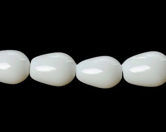 15 Teardrop Glass Beads in Snow White - BD765