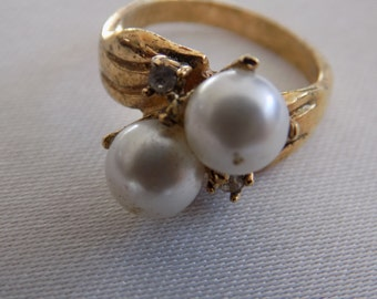 Vintage ring, size 5 & 1/2 ring, double faux pearl and crystals cluster gold plate dinner ring, vintage jewelry