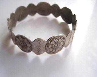 Berber Tribal Bracelet - Silver Moroccan Bangle -  Ethnic Amazigh Jewelry