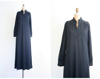 70s black polyester maxi dress - floor length black dress / Halloween costume - gothic dress / 1970s black maxi dress - witch dress